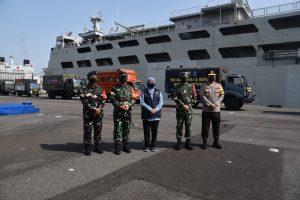 KRI Tanjung Kambani-971 akan mengirimkan bantuan untuk korban bencana alam di NTT.