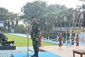 Laksda TNI Iwan Isnurwanto pamitan kepada personel dan Pasis Seskoal.